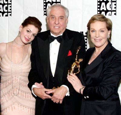 anne-hathaway-garry-marshall-julie-andrews